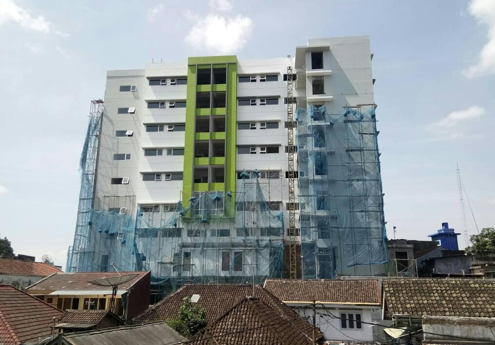 Hotel Whizz Malang Buka Slide 2-3